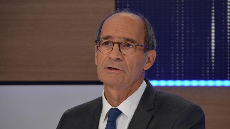 Eric Woerth, secrétaire national des Républicains et député de l'Oise, dans le studio 221 de Radio France. (Jean-Christophe Bourdillat / Radio France)