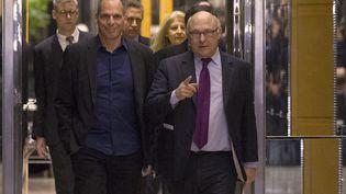 Le ministre des Finances grec, Yanis Varoufakis et son homologue français, Michel Sapin, à Paris, dimanche 1 er février 2015. (PHILIPPE WOJAZER / REUTERS )