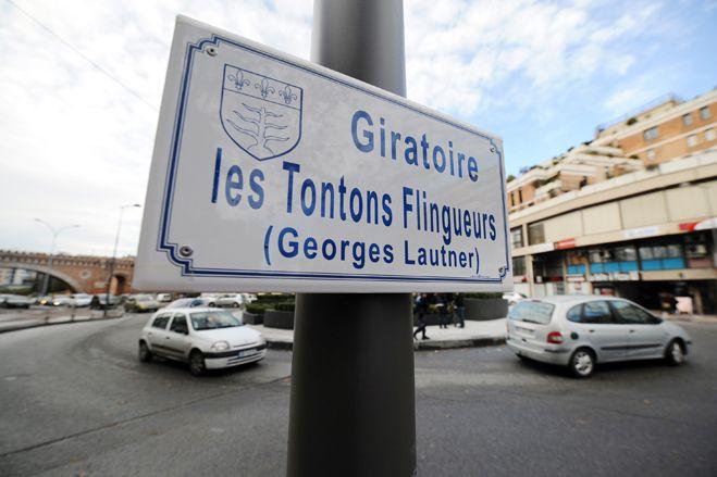 """Le giratoire de Montauban en hommage aux """"Tontons Flingueurs"""".  (Eric Cabanis / AFP)"""