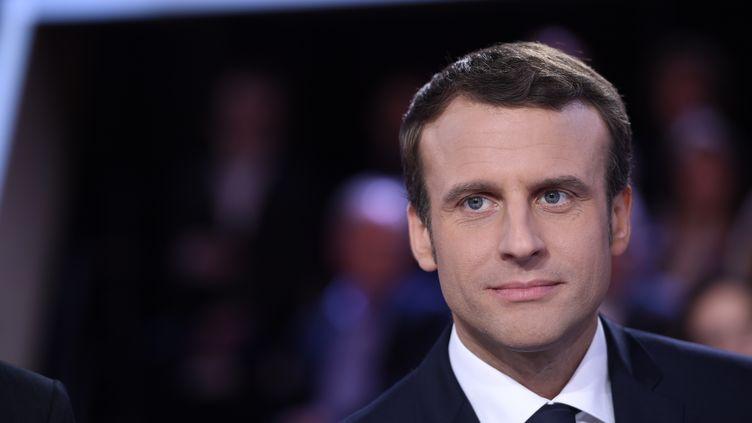 Emmanuel Macron sur le plateau de France 2, le 6 avril 2017. (ERIC FEFERBERG / AFP)