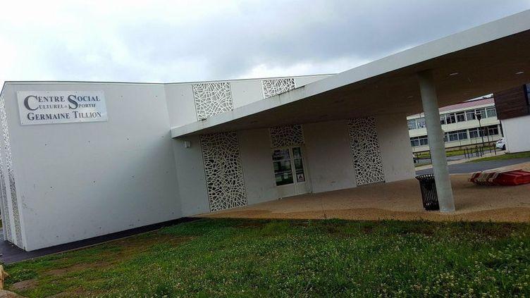 """Le centre social """"Germaine Tillon"""" dans le quartier de Naillac, à Bergerac (Dordogne). (RADIO FRANCE / BENJAMIN FONTAINE)"""