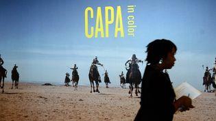 """Exposition """"Capa en couleurs"""" au Centre International de la photographie à New York.  (EMMANUEL DUNAND / AFP)"""