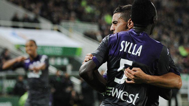 Le défenseur du TFC Issiaga Sylla félicité par Wissam Ben Yedder