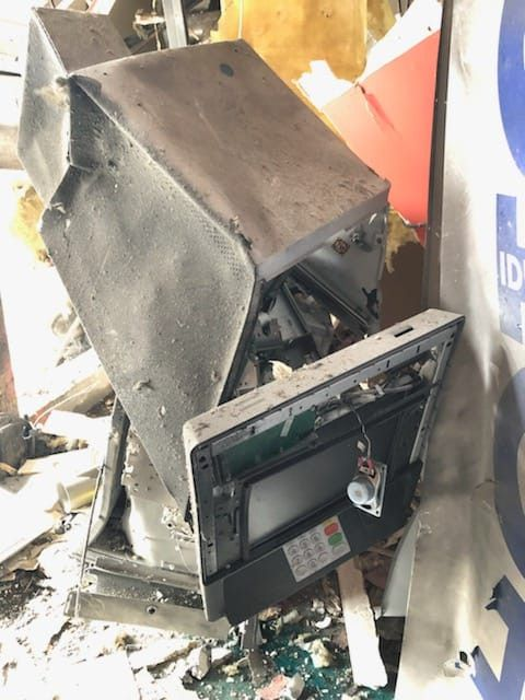 Photo du distributeur attaqué à l'explosif dans un supermarché des Yvelines. (POLICE)