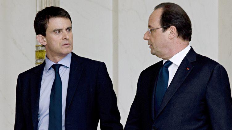 le président François Hollande et le Premier ministre Manuel Valls à la sortie du Palais de l'Elysée, à Paris, le 4 avril 2014. ( AFP  )