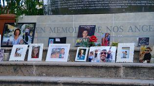 Cette photo prise le 26 juin 2017 montre les 86 pierres du monument érigé en mémoire des 86 victimes de l'attaque du 14 juillet 2016sur la promenade des Anglais à Nice (Alpes-Maritimes).  (ERICK GARIN/CROWDSPARK)