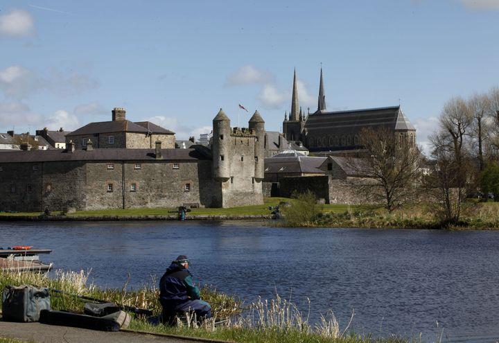 La ville d'Enniskillen (Irlande du Nord), dont est originaire le grand-père de Will Grigg, photographiée le 1er mai 2013. (PETER MUHLY / AFP)