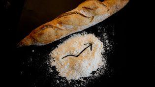 Le prix de la baguette, autour de 90 centimes, pourrait prochainement augmenter selon la Confédération nationale de la boulangerie pâtisserie française. (SANDRINE MARTY / HANS LUCAS)