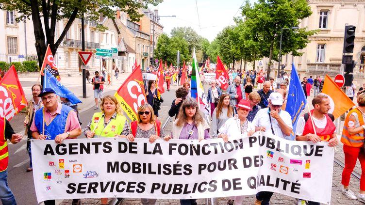 Une manifestation de fonctionnaires à Dijon (Côte-d'Or), le 22 mai 2018. (KONRAD K./SIPA)