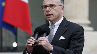 Bernard Cazeneuve, le 7 janvier 2015 dans la cour de l'Elysée, à Paris. (PATRICK KOVARIK / AFP)