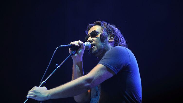 Le chanteur Damien Saez, le 14 juillet 2013 aux Francofolies de La Rochelle (Charente-Maritime). (MAXPPP)