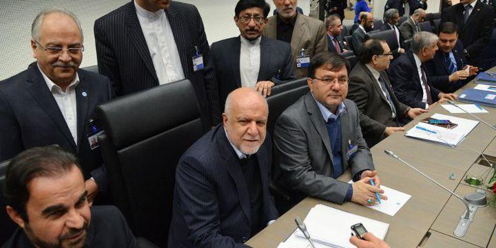 Représentants iraniens à la conférence de l'Opep avec au centre (barbe blanche) le ministre iranien du PétroleBijan Namdar Zangeneh. Téhéran s'est félicité de l'accord de Vienne en faveur d'une hausse des cours du brut. (Alexey Vitvitsky / Sputnik)