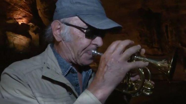L'été foisonne de festivals. France 3 vous fait découvrir un festival de jazz au fin fond d'une grotte. (FRANCE 3)