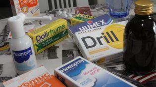 Des médicaments vendus sans ordonnance se trouvent dans la plupart des armoires à pharmacie. (JEAN-FRAN?OIS FREY / MAXPPP)