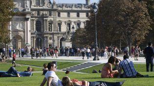 Météo France prévoit 23°C à l'ombre à Paris, le 14 avril 2013. (THOMAS SAMSON / AFP)