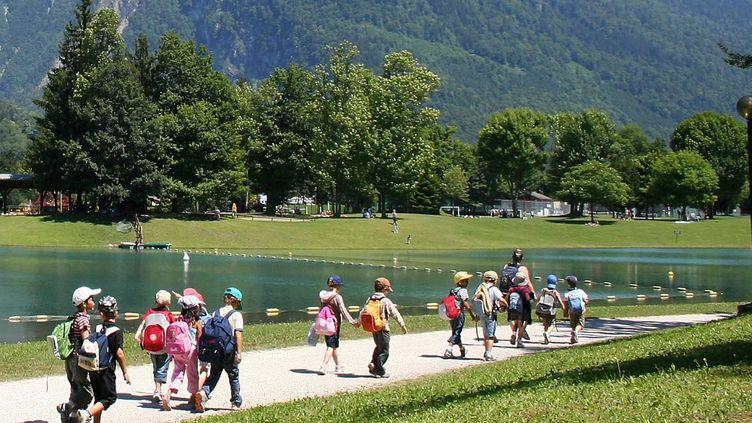 Des enfants en colonie de vacances, à Samoëns (Haute-Savoie). (JEAN FRANCOIS FREY / MAXPPP)