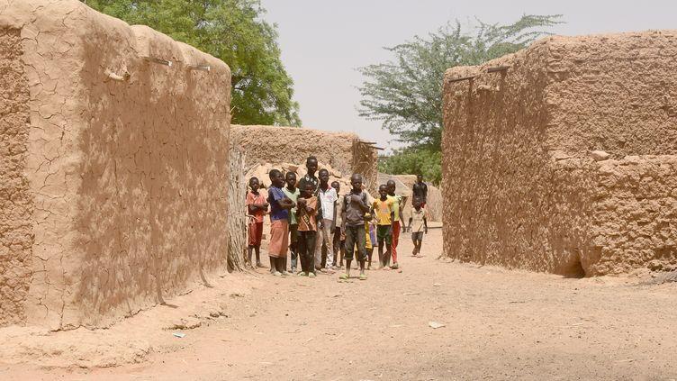 Un village dans la région de Tillabéri, où a eu lieu l'attaque. (BOUREIMA HAMA / AFP)