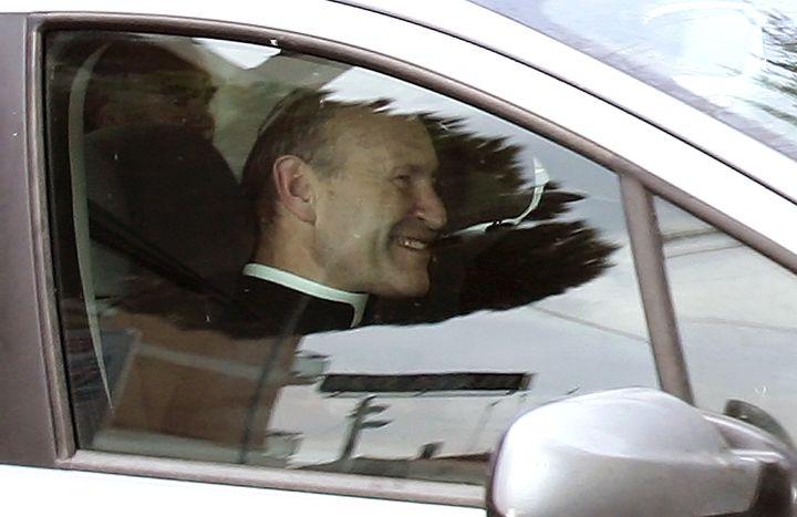 Franz Schmidberger arrive à sa résidence d'Albano (Italie), le 29 août 2005. (ALESSANDRO BIANCHI / REUTERS)