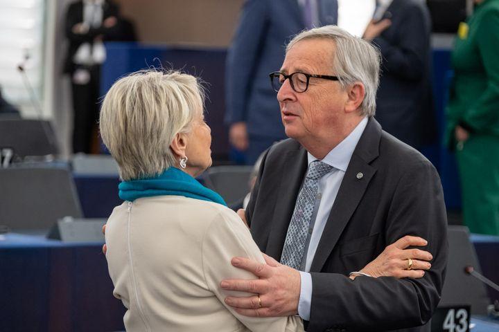 Françoise Grossetête et Jean-Claude Juncker, au Parlement européen de Strasbourg, le 17 avril 2019. (Martin Lahousse)