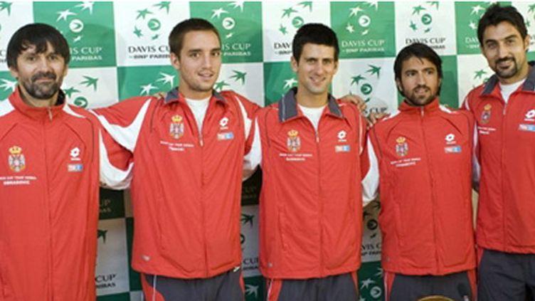 De gauche à droite: Bogdan Obradovic, Viktor Troicki, Novak Djokovic, Janko Tipsarevic et Nenad Zimonjic