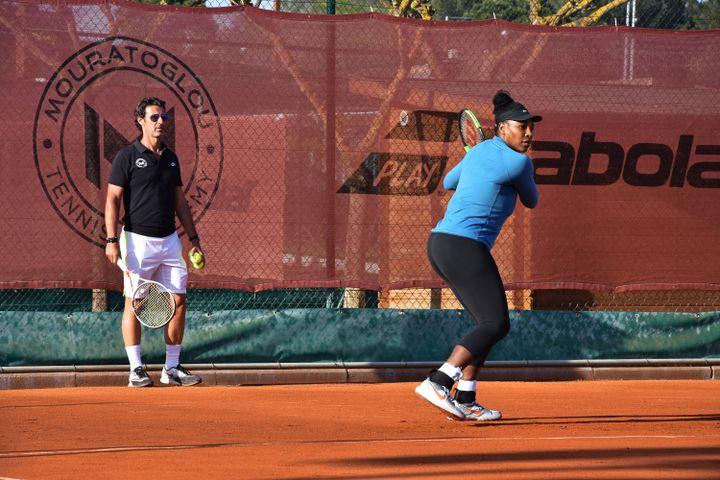 Serena Williams s'entraîne avec son coach Patrick Mouratoglou à Sophia Antipolis (Alpes-Maritimes), au printemps 2018. (MOURATOGLOU TENNIS ACADEMY)
