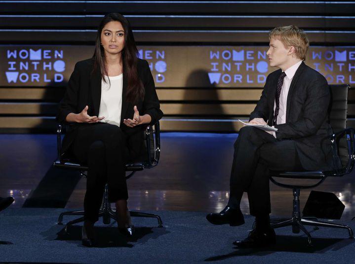 Ambra Battilana Gutierrez et le journaliste Ronan Farrow à New York, le 13 avril 2018. (FRANK FRANKLIN II/AP/SIPA / AP)