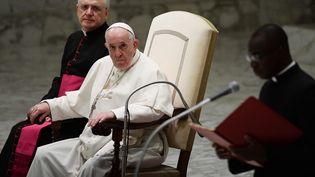 Le pape François préside l'audience générale au Vatican, le 6 octobre 2021. (FILIPPO MONTEFORTE / AFP)