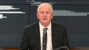 Olivier de Lagarde présente les informés de franceinfo, vendredi 8 novembre. (RADIO FRANCE / FRANCEINFO)