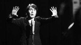 """Michel Delpech dans l'émission """"Palmarès des chansons"""", le 2 janvier 1968  (GEORGES GALMICHE / Ina)"""