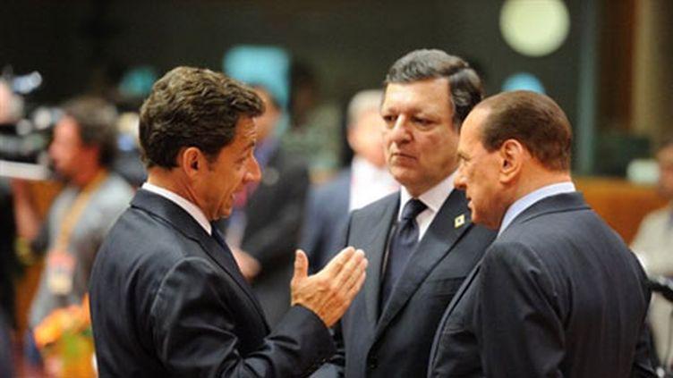Nicolas Sarkozy,  Jose Manuel Barroso et  Silvio Berlusconi à Bruxelles, le 17 juin 2010. (AFP - Eric Feferberg)