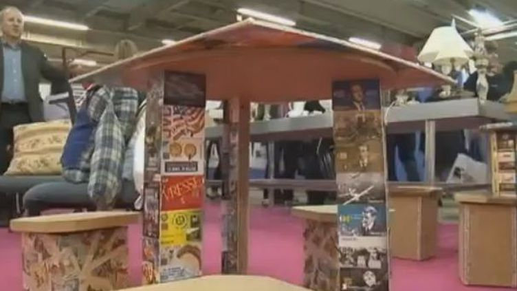 La grande vente annuelle d'objets récupérés et rénovés par les Compagnons d'Emmaüs a eu lieu dimanche 24 juin à Paris, au parc des expositions de la Porte de Versailles. (FRANCE 3)