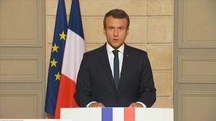 Capture d'écran. Emmanuel Macron, président de la République réagit à la déclaration de Donald Trump sur le retrait des USA de l'accord de Paris sur le climat. (FRANCETV INFO)