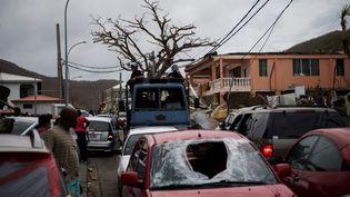Des gendarmes à Saint-Martin après le passage de l'ouragan Irma, le 9 septembre 2017. (MARTIN BUREAU / AFP)