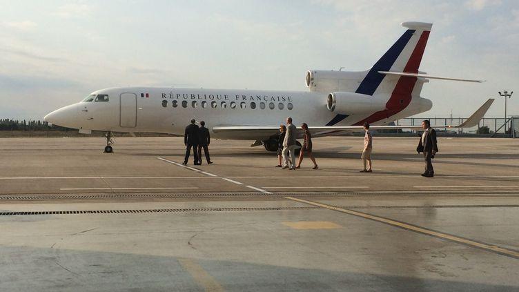 Isabelle Prime a atterri à Villacoublay (Yvelines), le 7 août 2015, à bord d'un Falcon. (MARC DANA / FRANCE 3)