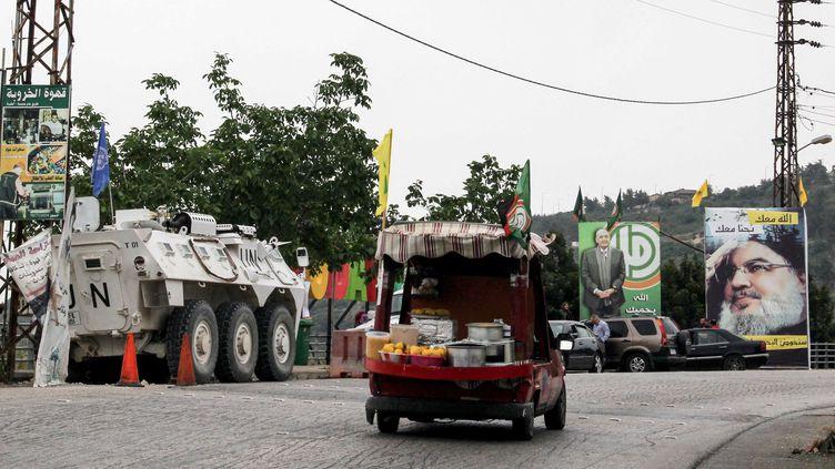 Une camionnette de soutiens du mouvement chiite Amal dans les rues de Adayseh, au sud du Liban, le 6 mai. (ALI DIA / AFP)