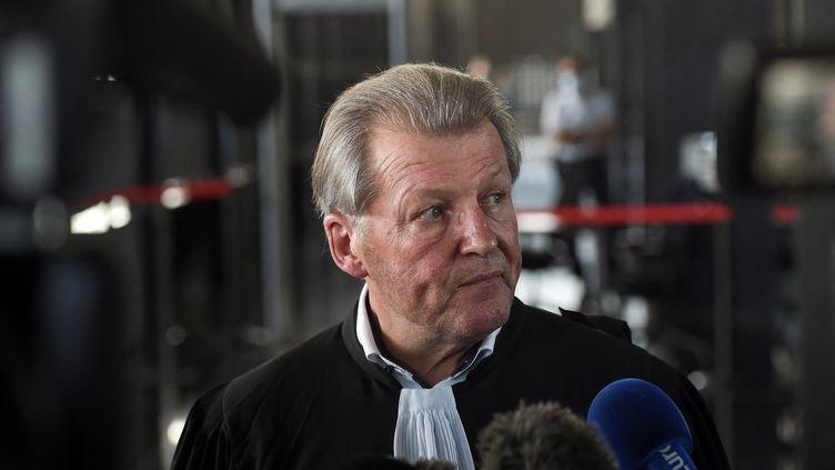 Me Patrick Larvor, avocat d'Hubert Caouissin au palais de justice de Nantes le 7 juillet 2021. (SEBASTIEN SALOM-GOMIS / AFP)