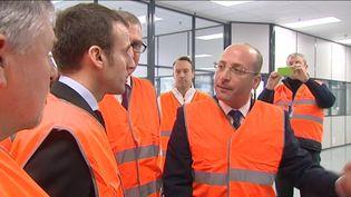 Ahmed Helal, directeur du site Procter & Gamble d'Amiens (Somme), le 6 avril 2016 lors d'unevisite d'Emmanuel Macron. (FRANCE 3 PICARDIE)