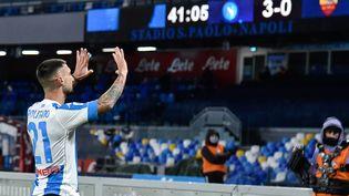 Le Napolitain Matteo Politano, buteur contre l'AS Rome, a rendu hommage à Diego Maradona dans sa célébration. (GIUSEPPE MAFFIA / NURPHOTO)