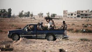 Des rebelles libyens se dirigent vers le front à Brega (17 juillet 2011) (AFP / Gianluigi Guercia)