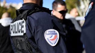 Des policiers manifestent à Marseille le 8 novembre 2016,en soutien à leurs collègues agressés à Viry-Châtillon un mois plus tôt. (ANNE-CHRISTINE POUJOULAT / AFP)