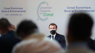 Emmanuel Macron, au palais d'Iena, à Paris, le 14 décembre 2020. (THIBAULT CAMUS / POOL / AP POOL)