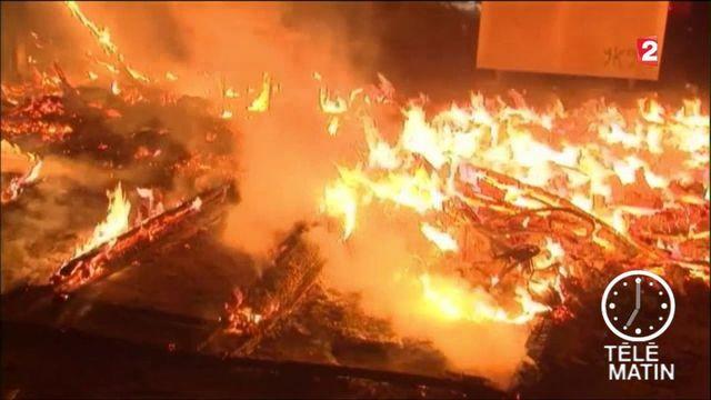 """VIDEO. Incendies dans la """"Jungle"""" de Calais : explosions de bouteilles de gaz"""