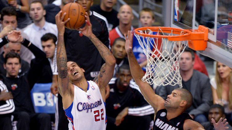 Carmelo Anthony sur le haut du panier (JOE KLAMAR / AFP)