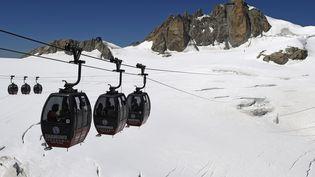 Les télécabines Panoramic Mont-Blanc, le 5 août 2015. (PHILIPPE DESMAZES / AFP)