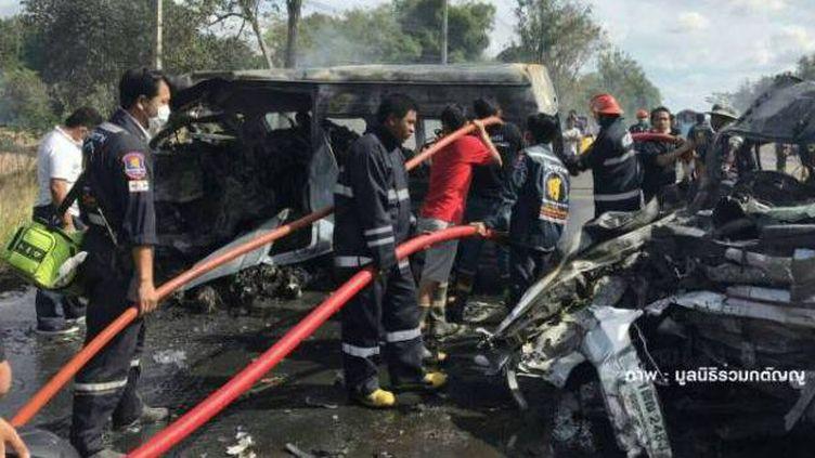 25 personnes ont trouvé la mort dans une collision entre un mini-bus et un camion-citerne le 2 janvier 2017 près de Bangkok. (DR)