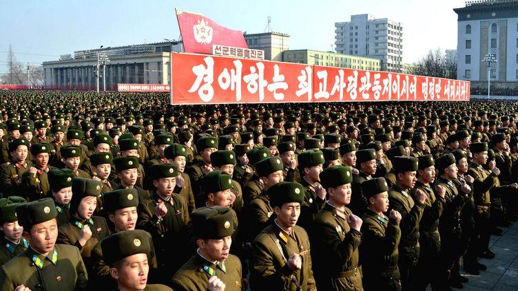 Des militaires nord-coréens à Pyongyang, la capitale de la Corée du Nord, lors du discours d'un porte-parole de l'armée, le 7 mars 2013. (KNS / KCNA / AFP)