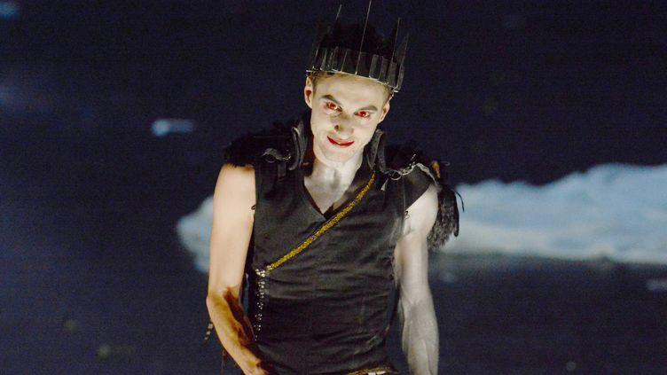 """Thomas Jolly, lors d'une répétion de la pièce """"Richard III"""" au Théâtre National de Bretagne à Rennes  (Jean-François Monier / AFP)"""