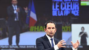 Le candidat à la présidentielle Benoît Hamon, en meeting à Rennes, le 14 avril 2017. (DAMIEN MEYER / AFP)