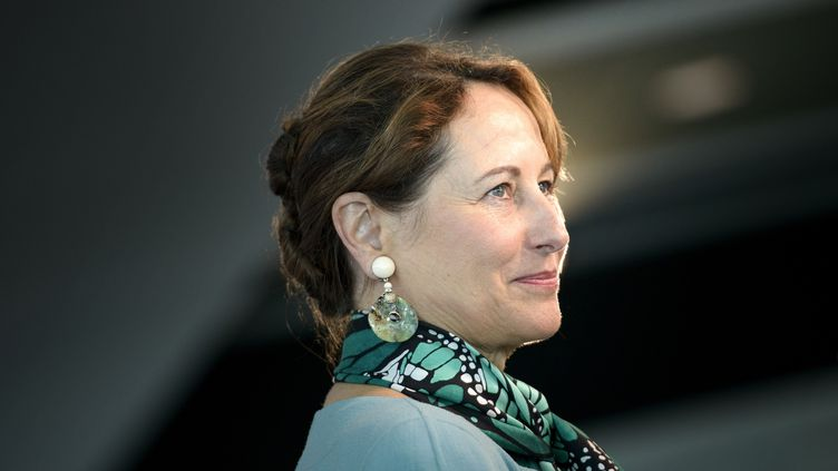 La ministre de l'Ecologie, Ségolène Royal, lors d'une conférence de presse au Newseum de Washington (Etats-Unis), le 9 juin 2015. (BRENDAN SMIALOWSKI / AFP)