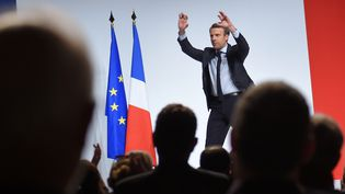 Le candidat d'En Marche! à l'élection présidentielle, Emmanuel Macron prononce un discours, lors d'un meeting à Châtellerault (Vienne). Le 28 avril 2017.  (GUILLAUME SOUVANT / AFP)